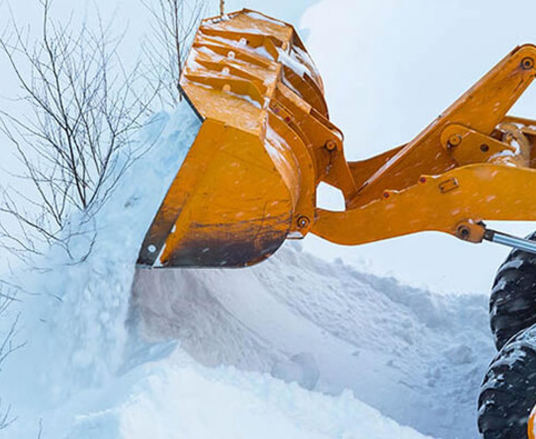 Уборка и вывоз снега спецтехникой в Минске