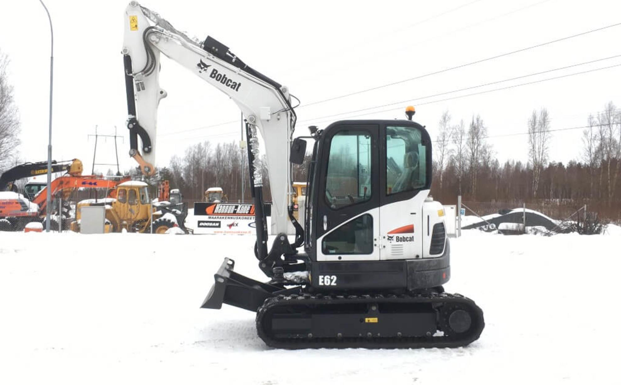 Аренда мини-экскаватора Bobcat E62