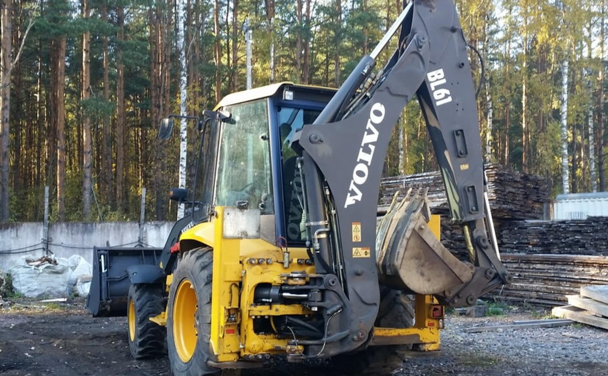 Аренда экскаватора-погрузчика Volvo BL61B